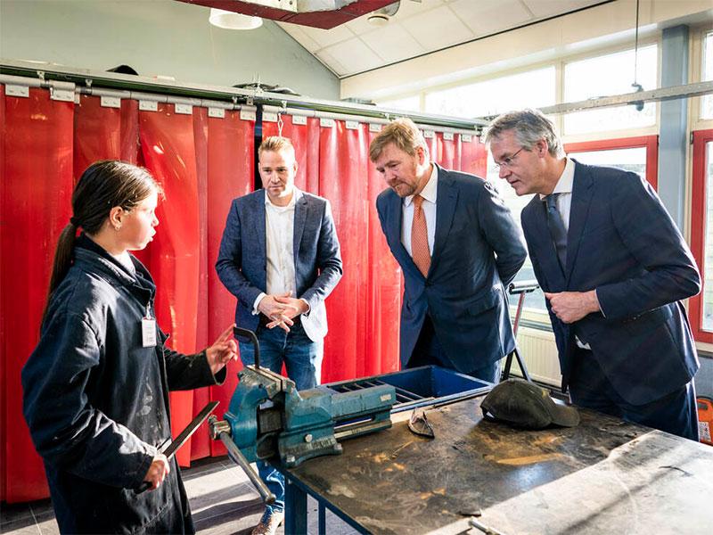 Koning en minister Slob brengen werkbezoek aan Accent praktijkonderwijs Capelle