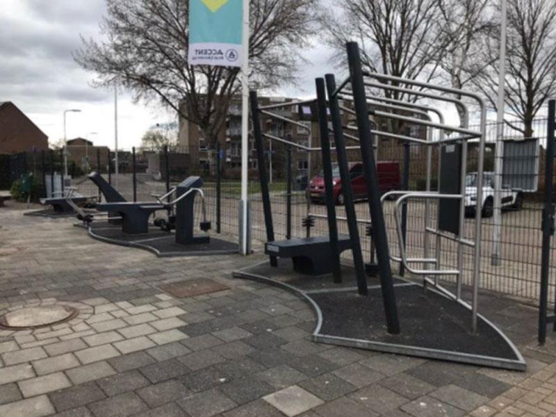 Sporttoestellen op het schoolplein